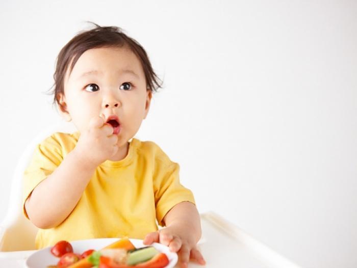 Nên cho trẻ ăn hoa quả như thế nào là đúng cách và hợp lý?