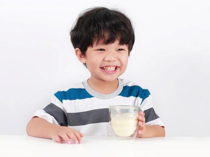 Trẻ suy dinh dưỡng nên uống sữa gì?