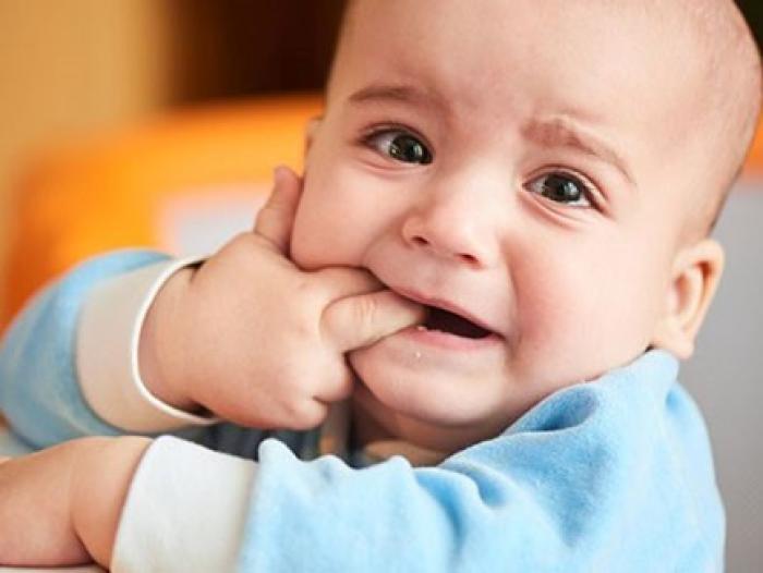 Bí quyết cho mẹ chăm trẻ biếng ăn khi mọc răng