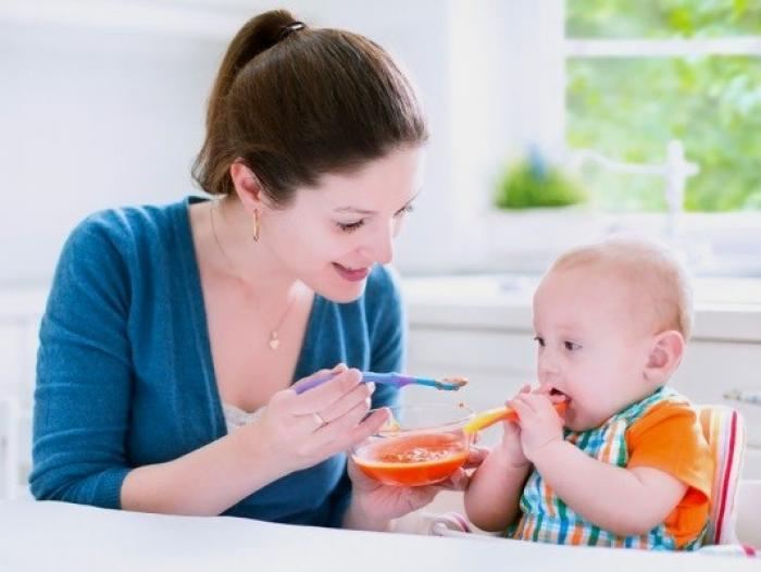 Trẻ 4 tháng ăn dặm như thế nào thì hợp lý?